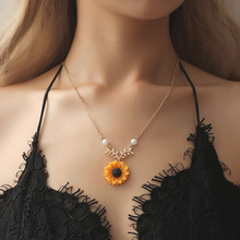 2020 New Creative Women Jewelry Hot Item Pearl Sun Flower Necklace Female Temperament Fashion Sunflower Pendant Necklace european american jewelry fashion temperament sun flower necklace women creative all round pearl sunflower pendant necklaces