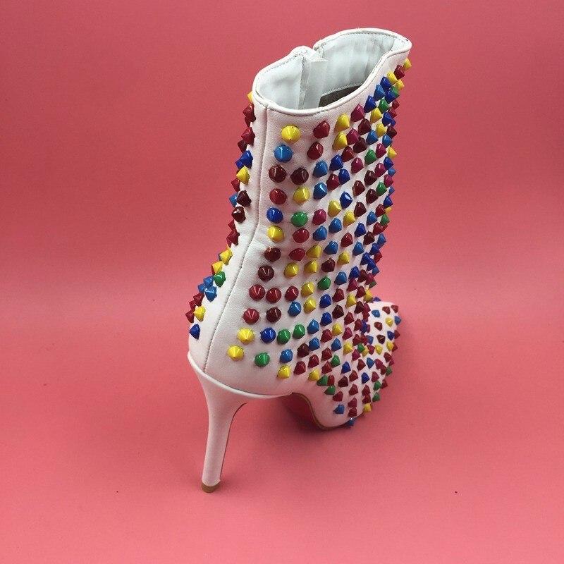 699197bd363710 Sexy Kim Kardashian Estilo Claro e Transparente de PVC Com Tiras Sandália  Mulheres Sapatos Stilettos Fivela Sandálias De Salto Alto Plus Size ...