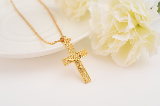 Men 24 k Solid Gold GF Cross Necklaces Wholesale Crucifix Pendant Women Jewelry Fashion Jesus Decoration Dress