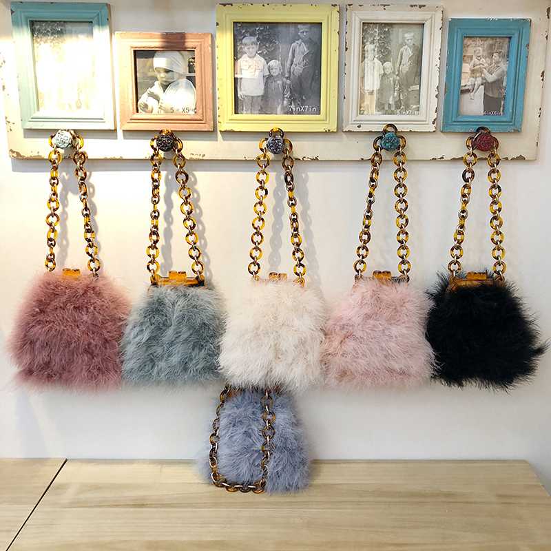 NEW Winter Women Fur Bag Ostrich feather Acrylic Chain Lady Purse Handbags Luxury Design Clip Bags Vintage Chic Messenger Bag lydian velvet trunk bag 2018 winter new ostrich feather handbags tassel small women bag pink kiss lock shoulder messenger clutch