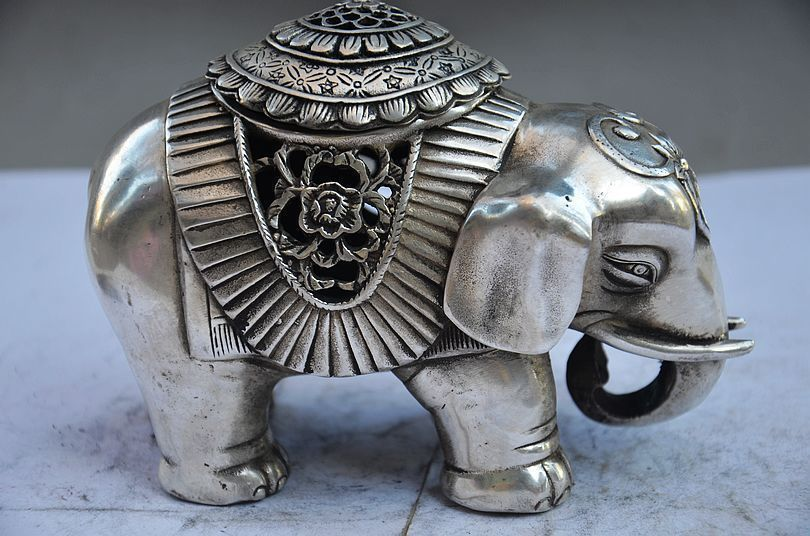 COLLECTIBLE CHINESE MIAO SILVER HANDWORK ELEPHANT STATUE