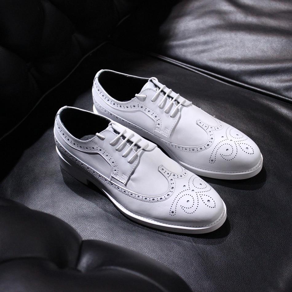 Белый натуральная кожа туфли с перфорацией, британские стиле из бычьей кожи, с прорезями на шнуровке Туфли оксфорды туфли жениха для мужчин
