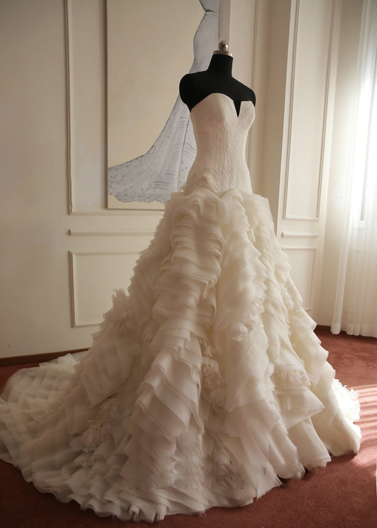 Prix en Euros Honorable de Ruches Échantillon Réel Dentelle Robe De Mariée Vintage Robe De Mariée 2018 Robe De Noiva Renda Organza MS109