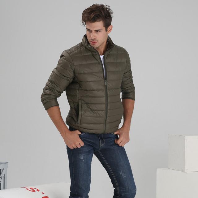 8 colores para hombre pato abajo abrigo de invierno, moda cálida chaqueta, color Sólido blanco relleno de plumón de pato 6 tamaños thin abrigos para Hombres