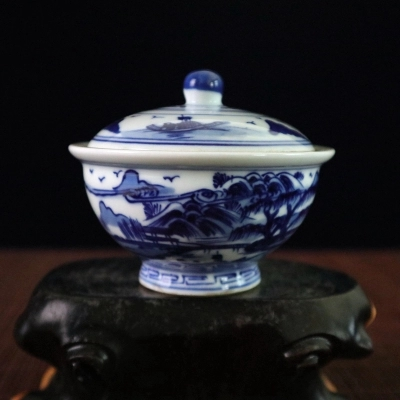 Antique porcelain pot Kangxi annual blue and white landscape figure figure small cover bowl gift.
