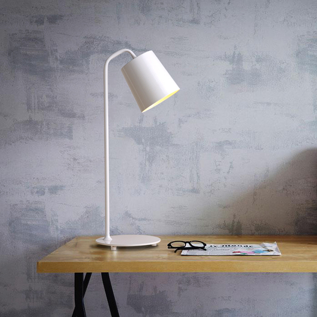 The Nordic modern minimalist iron LED lamp creative personality reading book office desk lamp