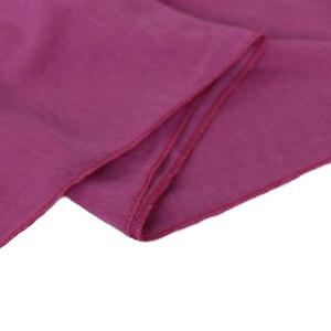 Image 5 - Yüksek kaliteli pamuklu jarse başörtüsü eşarp düz şal düz esneklik kadınlar eşarplar maxi başörtüsü müslüman sarar 20 adet/grup 31 renk