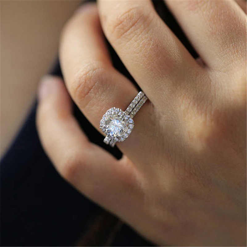 Huitan 2PC Braut Ring mit Runde Brillant Cubic Zirkon Prong Einstellung Jahrestag, Verlobung, Hochzeit Ringe für Frauen Größe 5 -12
