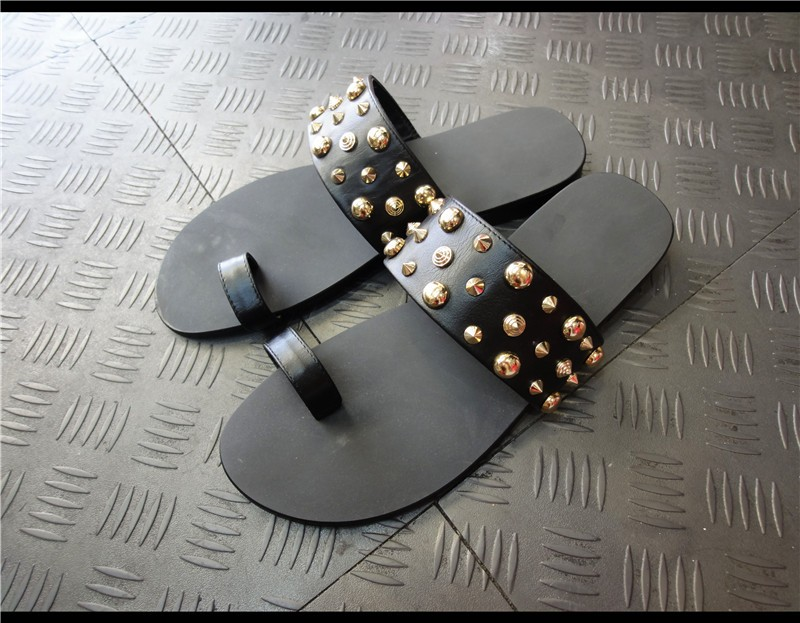 Leisure Flip flops Real leather Thong Summer Slippers for men Beach Sandals With Spike Rivets