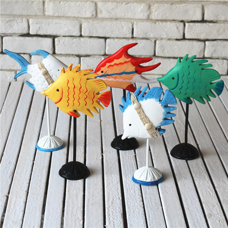 House Decoration Craft Kissing Fish Home Furnishings: Wooden Colored Drawing Fish Model Handwork Wooden Fish