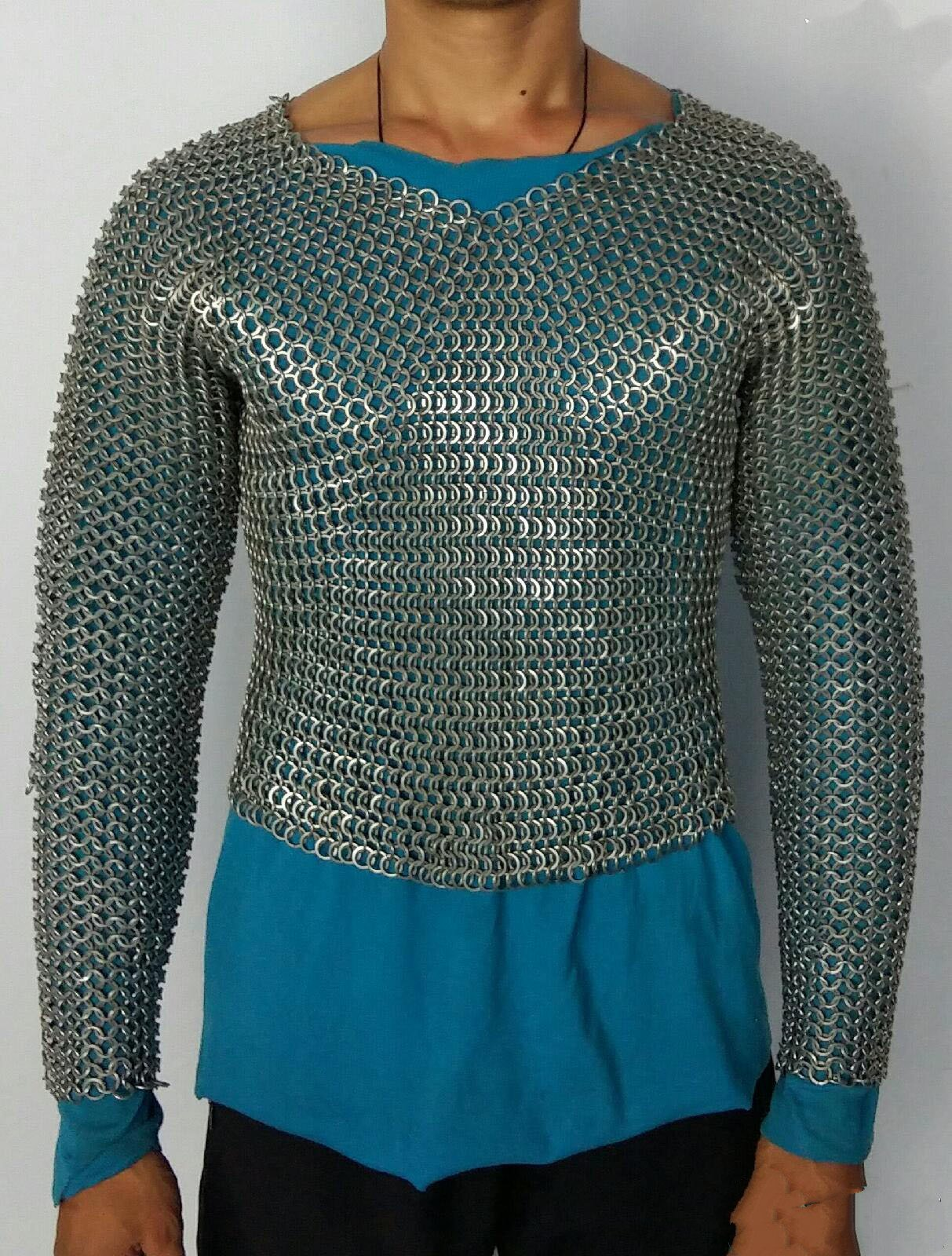 Chain mail / Mail / medieval Crusader / reality can wear a helmet