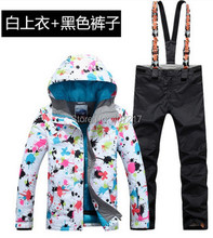 2017 New hot women ski suit female snowboarding suit skiwear colorful flower printing ski jacket and black bib pants for women
