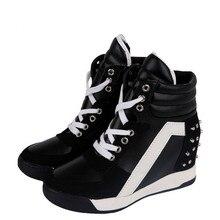 Ventas calientes Nuevo 2017 Otoño Remaches Negro Blanco con Cuña Oculta Zapatos Ocasionales de Las Mujeres ascensor-tacones Altos Botas para Las Mujeres