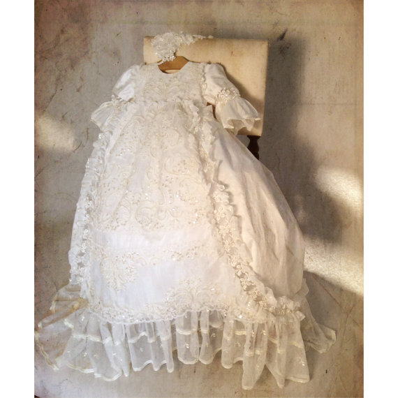 Lace vintage infant baptism dresses for  the newborn baby  boy girls long white/ ivory christening gowns with bonnet