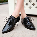 Новый 2017 Весной Лакированная Кожа Острым Носом Зашнуровать Плоские Оксфорд обувь Для Женщин Мода Англия Стиль Женщины Оксфорды Большой Размер 43