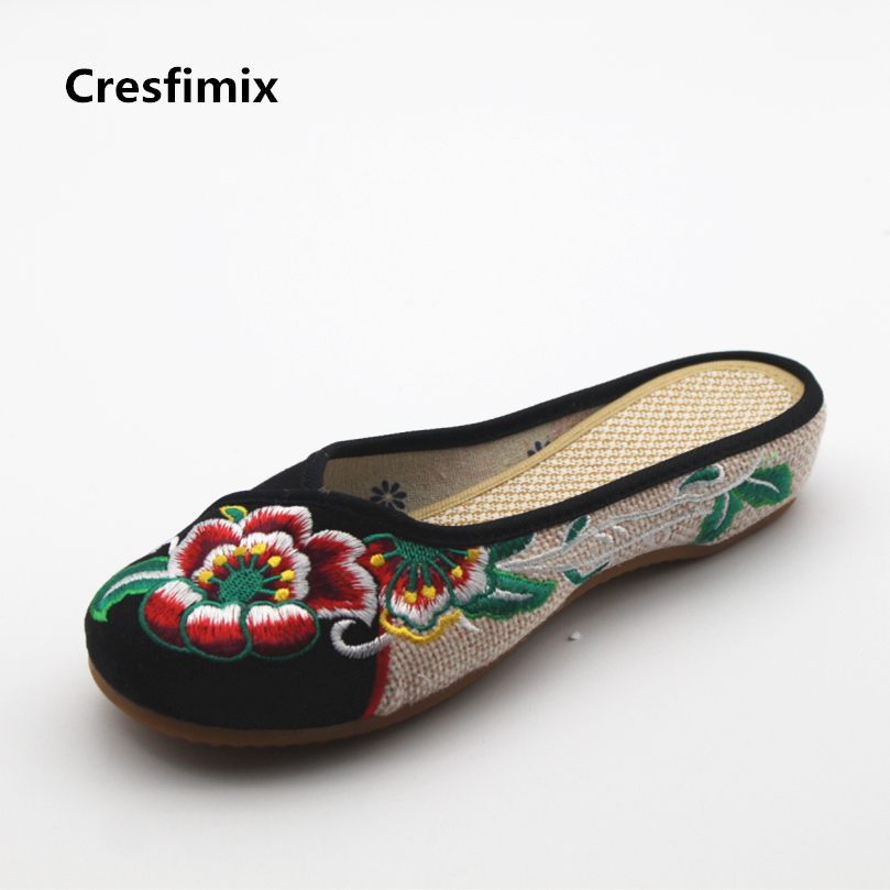 Cresfimix women cute chinese traditional embroidery slippers lady casual floral print retro outdoor slipper shoes cute slippers simple satin and floral print design slippers for women