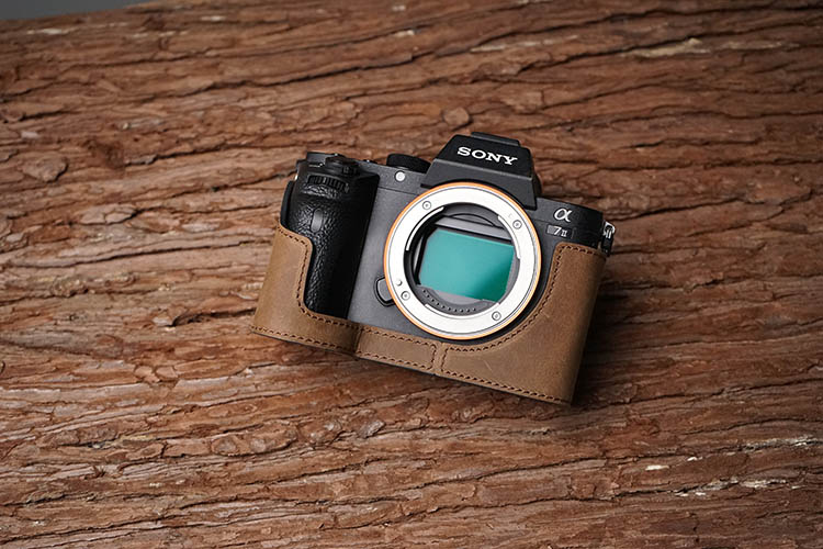 Mr.Stone Handmade Genuine Leather Camera case Camera Bag Vintage Half Cover Open Battery Disign For Sony A7 II A7R Mark 2 A7II [vr] brand handmade genuine leather camera case for sony a7ii a7 mark 2 a7r2 a7r ii camera bag half cover handle vintage case