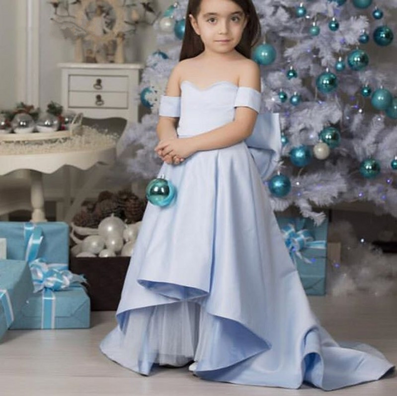 Blue Flower Girl Dresses Off Shoulder Girls Long Pageant Gowns With Bow 2018 Girls Customized DressesBlue Flower Girl Dresses Off Shoulder Girls Long Pageant Gowns With Bow 2018 Girls Customized Dresses
