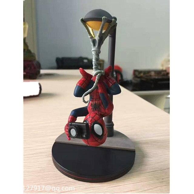Infinito Guerra Super-heróis vingadores Q Versão do Homem-Aranha Luz de Rua de Cabeça para baixo câmera de Ação PVC Figure Toy 13 CM CAIXA Q99