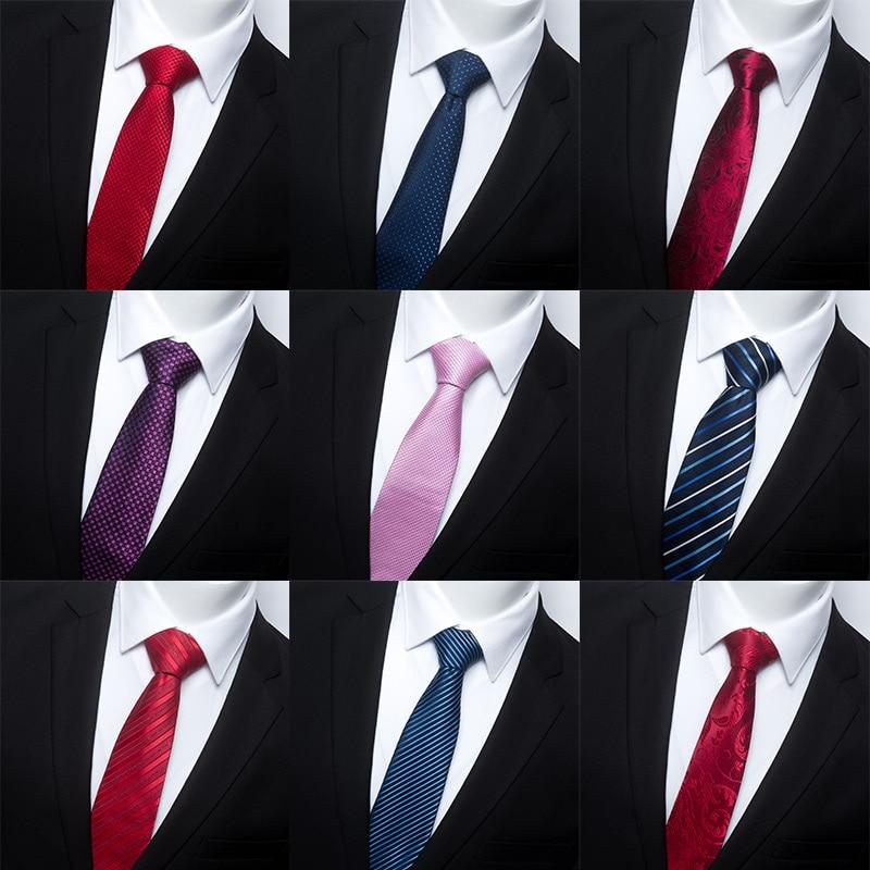 Dasi Desainer Membuat Pernyataan