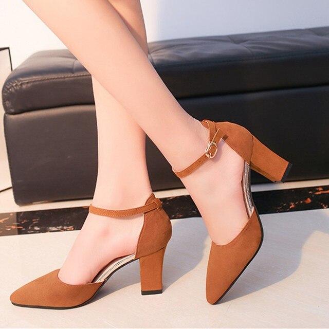 591a42255 Sandalia Feminina 2019 novo verão Selvagem High-Palavra fivela sandálias de salto  alto sapatos bicudos