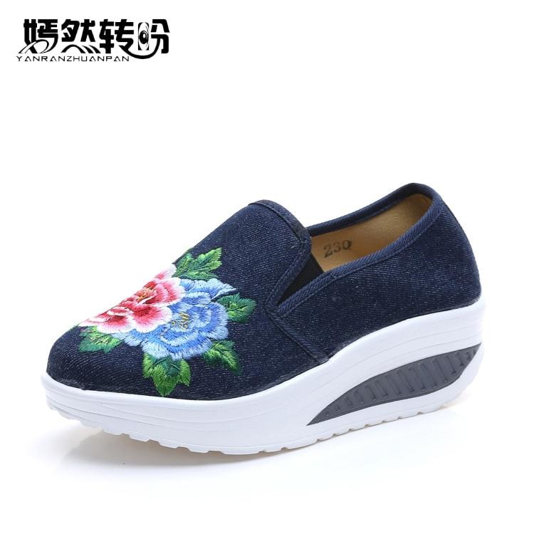 Vintage Women Shoes Old BeiJing Flat Platform Tourism Floral Embroidered Slip On Single Shoes Woman Plus Size 43