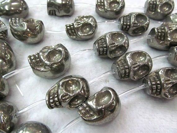 Grand 24x30mm véritable pyrite pendentif fait à la main perle crâne squelette sculpté fer or perles de fer complet brin
