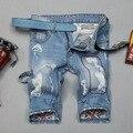 Verão 2017 homens da Moda Shorts jeans Rasgado buraco Manchas de luz Azul calças de Brim Maré Flanger Macacão Carga Angústia Motociclista Calças Curtas