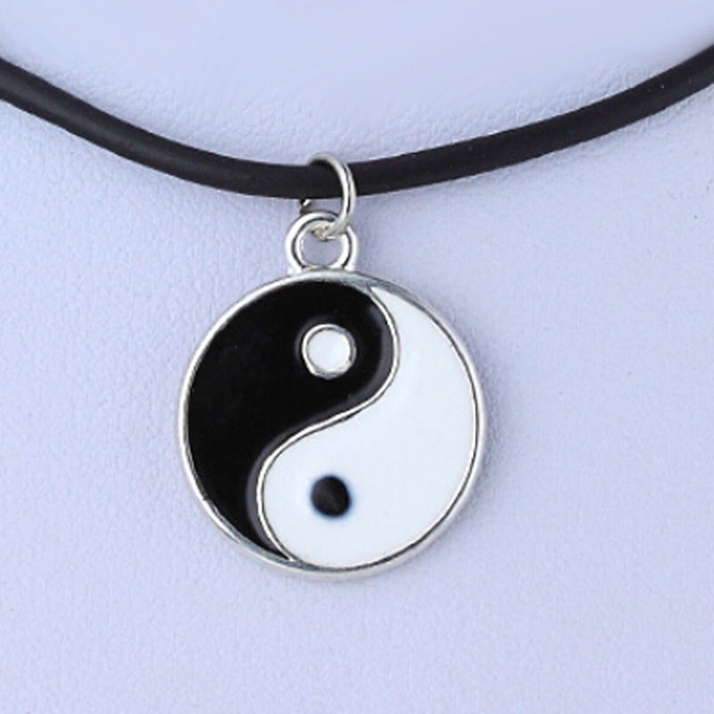 Eight Diagrams Black and White Yin Yang Pendant for Couples Lover Fashion Necklaces Best Friends Friendship Unisex Jewelry Gifts
