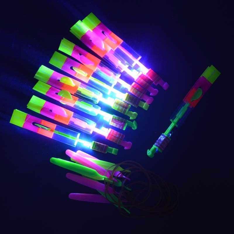 Веселые светодиодный LED Falshing Fly вертолет стрела рогатки освещенные Летающий ночь игрушечные лошадки ребенок наполнители день рождения пользу Рождество