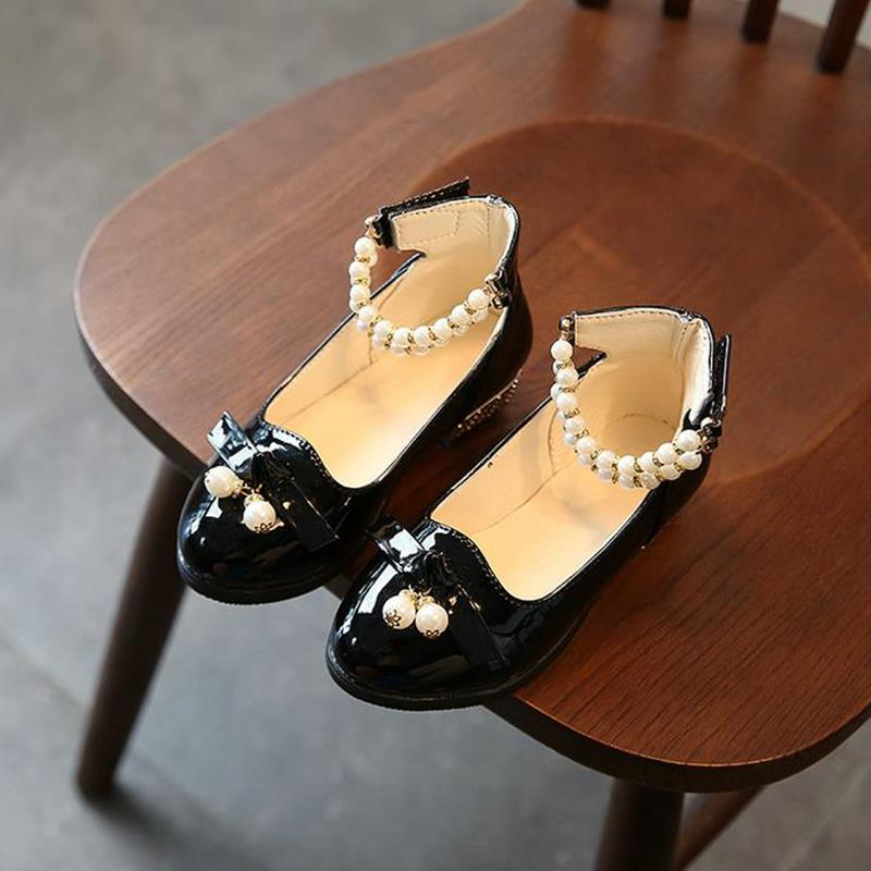 New girls soft shoes childrens fashion 2018 autumn Korean flat shoes childrens shoes shallow mouth Pearl Princess shoes