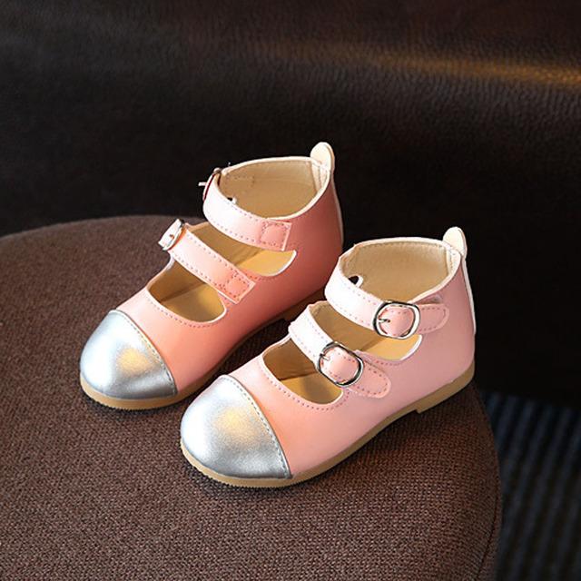 2017 Marca Buckel Correias Meninas Sapatos Primavera Princesa sapatos de Couro Sapatos de Ballet Bailarinas Crianças Sandálias Da Menina das Crianças
