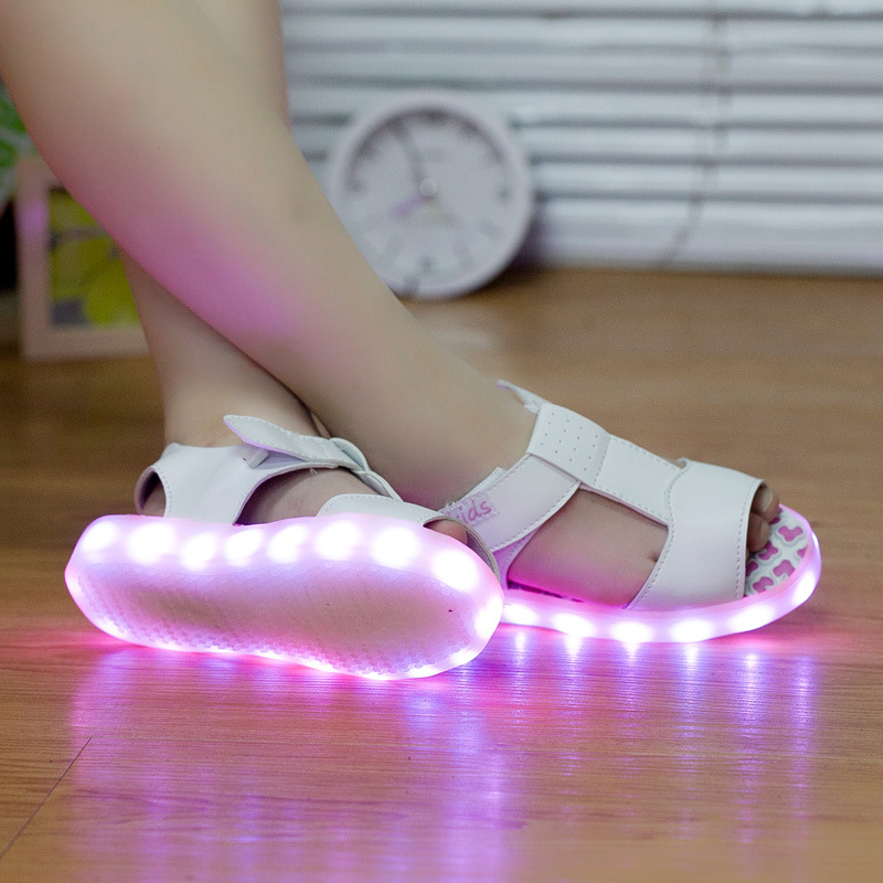2017 New Summer Kids LED Sandals USB Charger Shoes For Girls 7 Luminous Colors Beach Sandals Boys Children Flats Glowing