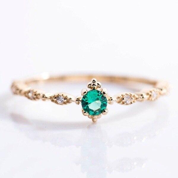 acc5706a95b3 Piedra verde anillos de cristal para las mujeres las niñas boda compromiso  aniversario anillos de dedo cumpleaños regalo elegante anel de Bagues en  Anillos ...