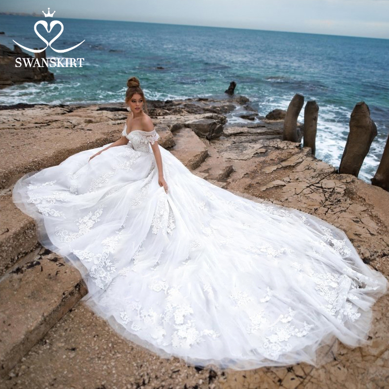 Image 4 - Swanskirt Sweetheart Ball Gown Wedding Dress 2019 Sexy Appliques lace Flowers Royal Train Tulle Bride gown Robe De Mariage N104-in Wedding Dresses from Weddings & Events