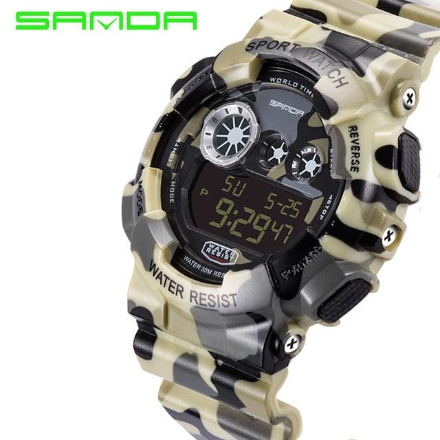 4ba0883c2ed6 2017 SANDA hombres camuflaje estilo militar multifuncional impermeable  reloj deportivo S golpes de pulsera