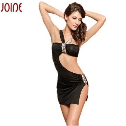 Bella Hadid presume sexy figura con reveladores mini