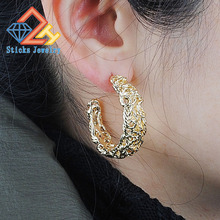 2015 new retro palace elegant and generous temperament alloy twisted style C-shaped earrings free shipping
