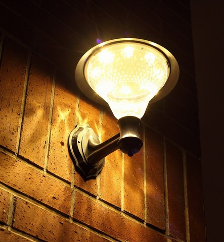 transctego solar jardim 32 leds luz led sensor lampada de parede solar luzes de rua