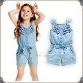 2017 verano niños niñas ropa de bebé mamelucos del cordón azul denim imitación vaqueros lavados sin mangas arco mono dress 12m-5a