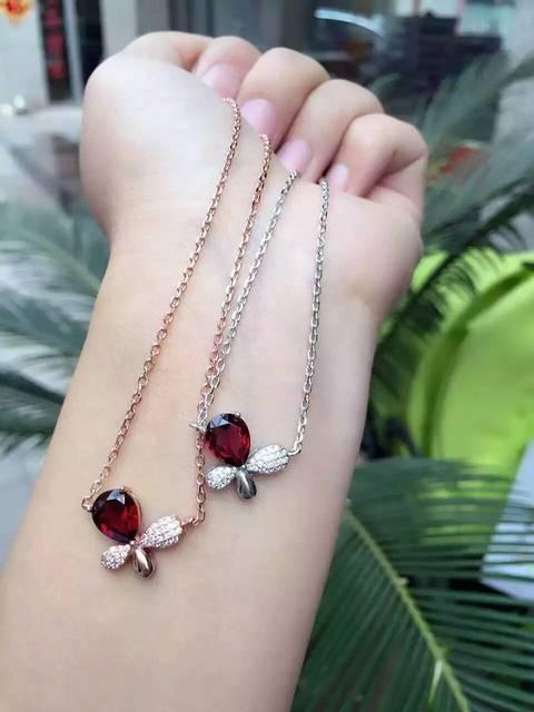 24c9aa5fec3e Natural rojo granate Collar de piedra natural Colgante de piedras preciosas Collar  de plata S925 mujeres