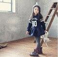 Осень 2015 корейских дизайн платья девушки опрятный школа 2-7Y печатными буквами и полосатый ребенка с длинным рукавом спорт платье школьная одежда
