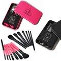 La moda de Nueva 7 Unids Negro Rose red Powder foundation Colorete Maquillaje cepillos con Caja De Metal Mini Facial Cosméticos Set maquillaje herramientas