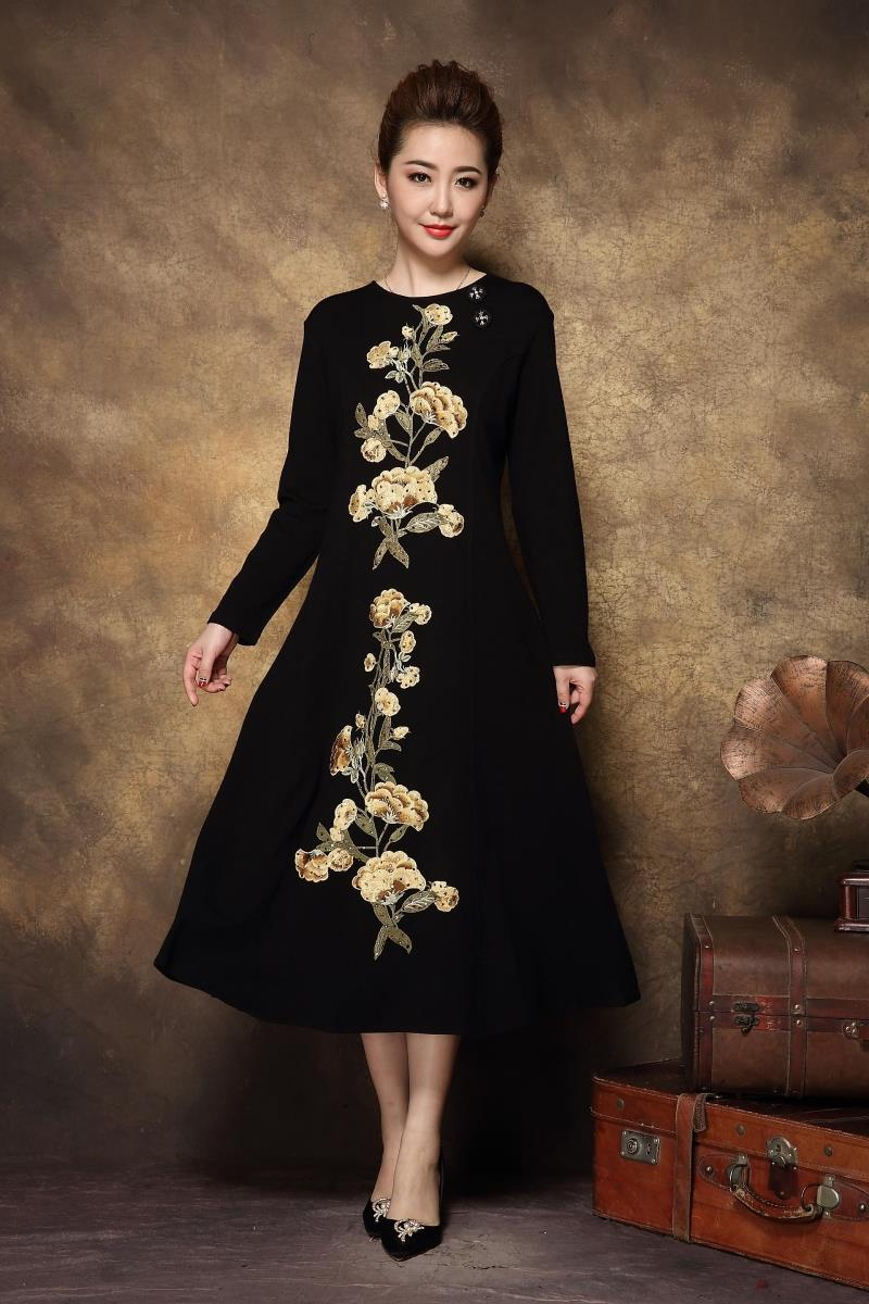 2017 Autumn women Vintage floral embroidery knitted long dress middle age ladies elegant dress plus size casual vestidos L XXXXL-in Dresses from Women's Clothing    3