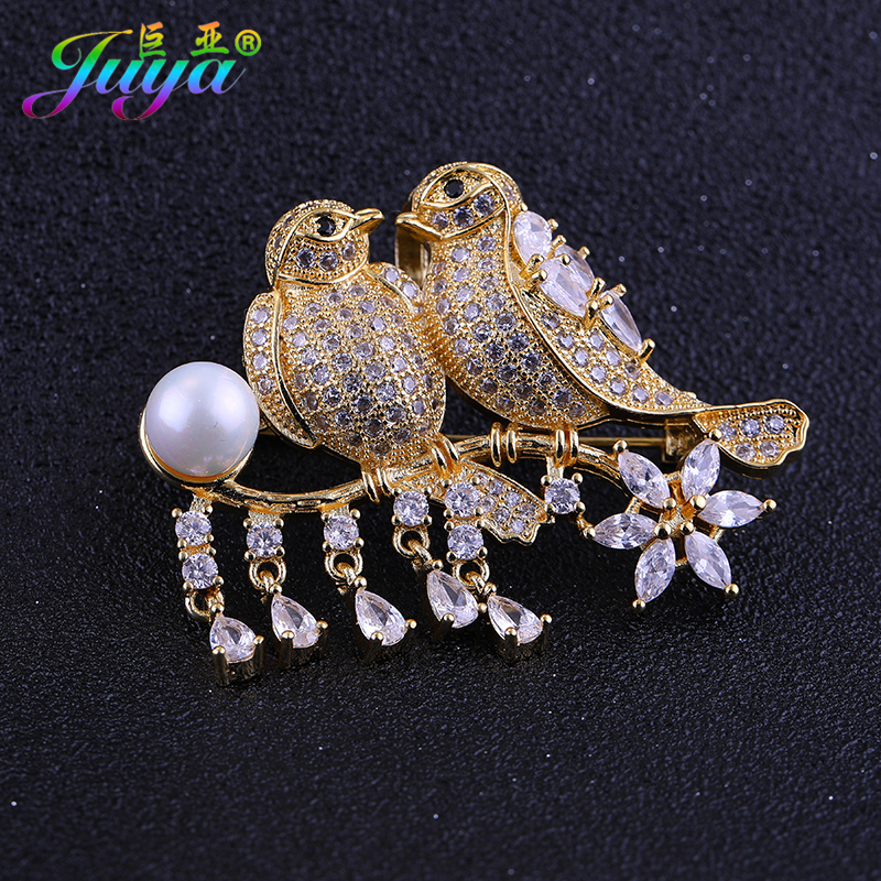 Juya Fashion Brooches Supplies Micro Pave Zircon Leiothrix Decorative Pin Pearl Brooch For Women Wedding Party Sweater Brooch недорого
