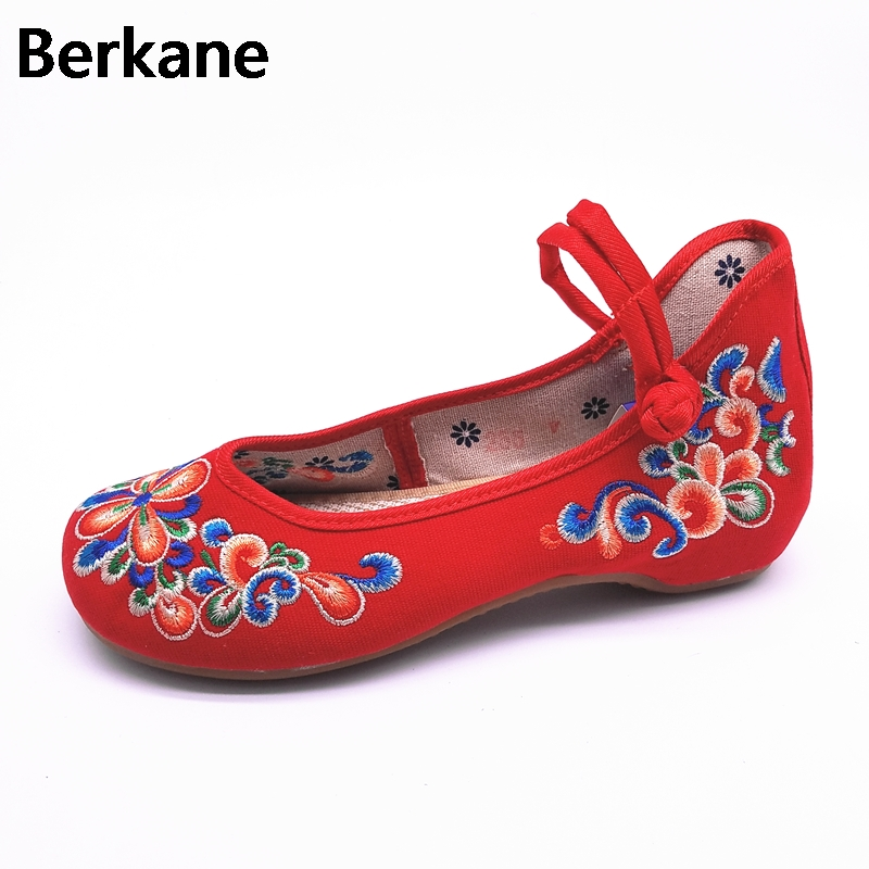 Traditional Chinese Style Shoes Embroidery Dance Women Fashion Old Beijing Mary Jane Shoes Woman Red Flats Single Casual Plus 41 women flats old beijing floral peacock embroidery chinese national canvas soft dance ballet shoes for woman zapatos de mujer