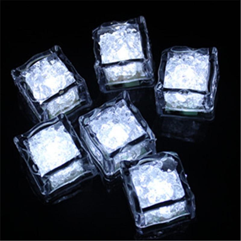 Luminoso Cubo LED Artificiale del Cubo di Ghiaccio del Flash HA CONDOTTO LA Luce di Natale di Cerimonia Nuziale Del Partito Della Decorazione-in Gadget fluo per party da Casa e giardino su  Gruppo 2