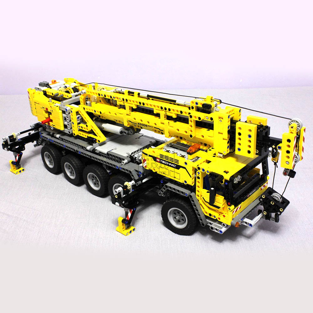 LEPIN 20004 Technology Mechanical Group Mobile Crane Engineering Crane 2606PCS Puzzle Brick Toys Compatible legoed  42009 mobile agent technology