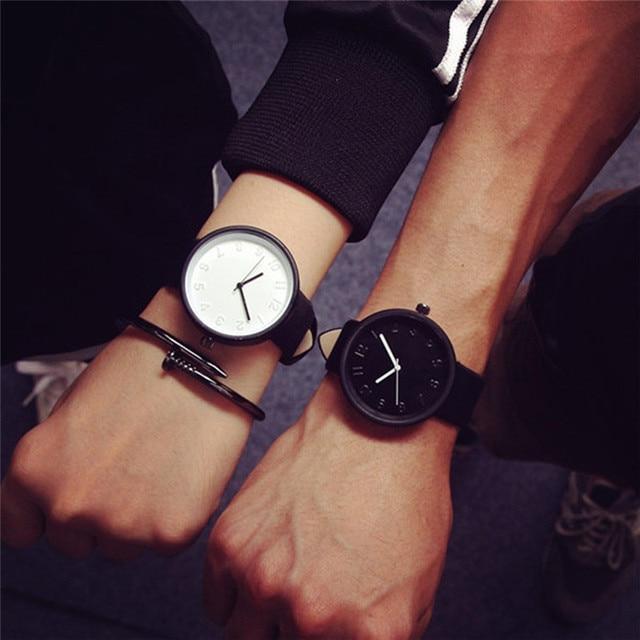 49fa740f3f5b Relojes de pulsera analógicos de cuarzo de imitación de cuero para hombres  y mujeres reloj de