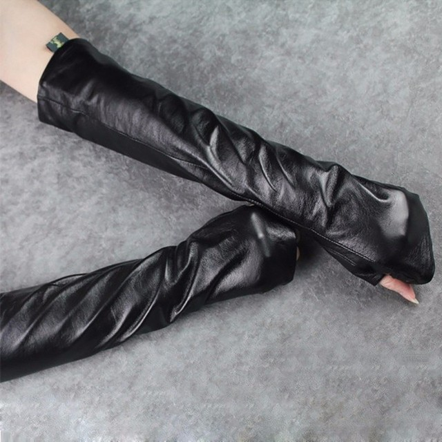 TWOTWINSTYLE Women's Gloves Pu Leather Black Ruched Long Gloves Accessories Female 2018 Fashion Tide